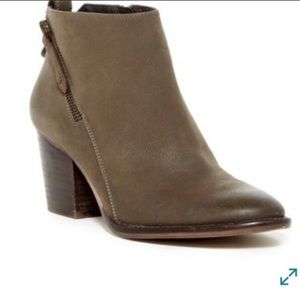 Blondo Nivada Waterproof Ankle Bootie 9.5 Taupe